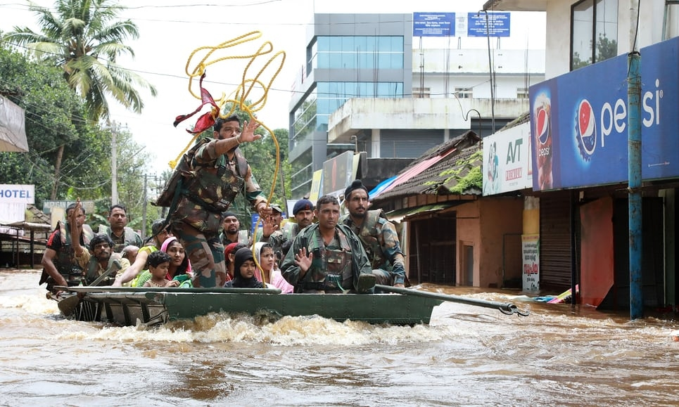 324 killed and 10,000 stranded by Kerala flooding